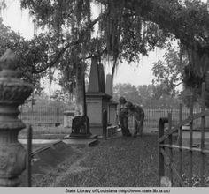 Cemetery at Madewood Plantation near Napoleonville Louisiana :: State Library of Louisiana Historic Photograph Collection