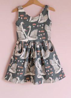 Jansen: Autumn Swans little girl dress Little Girl Fashion, Little Girl Dresses, Toddler Fashion, Kids Fashion, Girls Dresses, Latest Fashion, Fashion Moda, Fashion Week, Fashion Trends