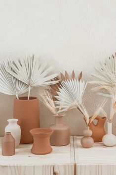 Give your home a hint of boho with DIY terracotta vases and dried sun palms from Afloral.com. Image by  @haveakidtheysaid #driedflowers #boholivingroom #bohodecor