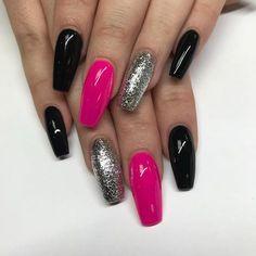 Nail art Christmas - the festive spirit on the nails. Over 70 creative ideas and tutorials - My Nails Pink Black Nails, Hot Pink Nails, Bright Nails, Silver Nails, Glam Nails, Beauty Nails, Glitter Nails, Color For Nails, Pretty Nail Colors