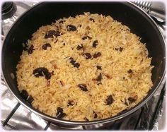 ¿Te gusta el arroz al estilo hindú? Con esta receta podrás preparar uno muy sencillo en tu propia casa, con muy pocos ingredientes y en poco tiempo. Te sorprenderán su aroma y sabor. Este arroz queda muy aromático gracias al sabor que le confieren especias como el curry y la canela. Los frutos secos (piñones en este caso) le dan un sabor intenso que contrasta a la perfección con el toque dulce de ...