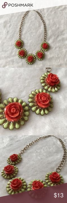 Flower Statement Necklace Adjustable Flower Statement Necklace! 📿 Please feel free to reach out about any questions or concerns! Jewelry Necklaces
