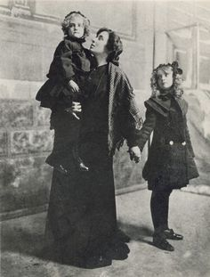 Dorothy and Lillian Gish with their mother. 1900.