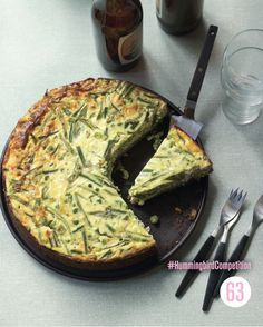 Savoury Cheesecake : If you like sweet cheesecakes, this quiche-like version made with Cheddar, basil and green beans is definitely worth a try. It can be served warm or cold but do make sure to let it set before serving. New Recipes, Baking Recipes, Savory Cheesecake, Spinach Rolls, Hummingbird Bakery, Veggie Delight, Bakery Ideas, Domestic Goddess, Meat Lovers