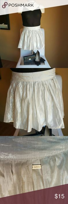 AEROPOSTALE shimmery miniskirt Adorable shimmery silver/white miniskirt Aeropostale brand Flared pleats Lightweight cotton liner Excellent condition! Size 1/2 Aeropostale Skirts Mini