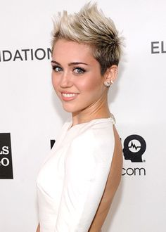 Miley Cyrus is not dating Bieber!