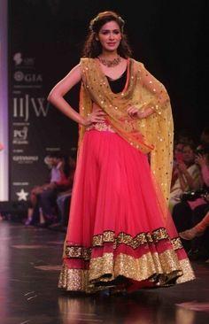 Stylish and Modern Ways to Drape Dupatta