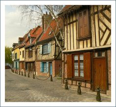 Streets in St-Leu - Amiens, France