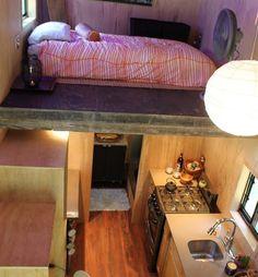 Joel Weber lebt in seinem eigenen Wohnwagen. Den hat er nicht nur entworfen, sondern auch selbst gebaut. So sieht er von innen aus