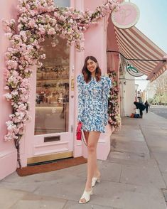 A new season means new outfits, and we couldn't be more excited about that. But what do you do when the weather's cold in the morning, . Boutique Interior, Clothing Store Interior, Boutique Decor, Salon Interior Design, Salon Design, Bakery Design, Cafe Design, Store Design, Flower Shop Decor