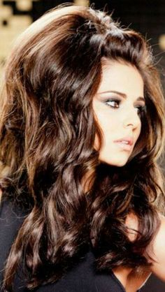 Cheryl Cole returns to L'Oreal Elnett ads with huge hair - Middle of top small poof, with big poof on top of head with cascading curls on… Retro Hairstyles, Wedding Hairstyles, Vintage Hairstyles For Long Hair, Amazing Hairstyles, Fantasy Hairstyles, Vintage Long Hair, 70s Disco Hairstyles, Vintage 70s, Mod Hairstyle