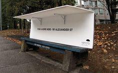 Banco com telhado para moradores de rua Ação faz com que banco de praça se transforme em abrigo para moradores de rua