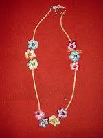 Colar mini flores coloridas