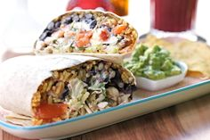 Wähle einen unserer Klassiker oder stelle Dir Dein Burrito selbst zusammen.