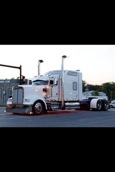 Show Trucks, Big Rig Trucks, Kenworth Trucks, Peterbilt, Heavy Construction Equipment, Truck Paint, Road Train, Custom Trucks, Caravans