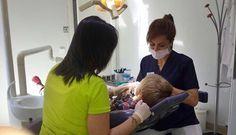 ¡Cuidado, caries a la vista!   Es imprescindible una visita al dentista cada 6 meses para asegurarnos que no vayan a salir caries.   ¡Cuida la #SaludBucal de tus pequeños!   www.clidenin.com #Dentista #Leonesp