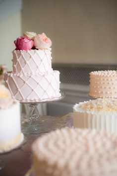 elegant and simple wedding cake