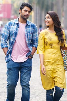 """Varun Rasi Khanna new movie """"TholiPrema"""" Movie New HD Photos released on social network sites. Both pairs look cute and lovely. This received thumbs up from in the Telugu States. Wedding Couple Poses Photography, Couple Photoshoot Poses, Couple Portraits, Wedding Photoshoot, Photography Poses, Love Couple Photo, Cute Love Couple, Sweet Couple, South Indian Actress"""