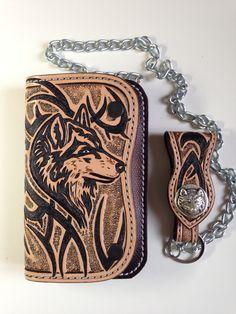 Portefeuille biker artisanal en cuir,motif: loup avec tribal sculpté (carving) : Porte-monnaie, portefeuilles par lakota-cuir