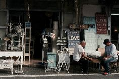 The number of brick-and-mortar businesses that are expanding into the eCommerce space is rapidly increasing. Businesses generally decide to add an eCommerce pla Love Dream, Dream Life, Tiers Monde, First Apartment Checklist, Apartment Hunting, Second Hand Furniture, Budget Planer, Old Street, Love Hug