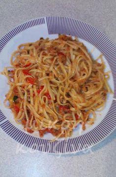 μικρή κουζίνα: Λιγκουίνι με τόνο και πιπεριές Food Bulletin Boards, Italian Recipes, Spaghetti, Pasta, Diet, Ethnic Recipes, Invitation, Decor, Decoration