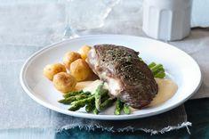 Steak s chřestem a holandskou omáčkou | Apetitonline.cz