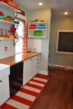 Such a fun and cheerful kitchen!