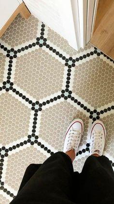 "Suelo de mosaico ""HEXÁGONOS""  ART FACTORY HISBALIT Natural Home Decor, Easy Home Decor, Home Decor Kitchen, Cheap Home Decor, Bathroom Vanity Decor, Bathroom Rack, Bedroom Decor Lights, Old Home Remodel, Bath"