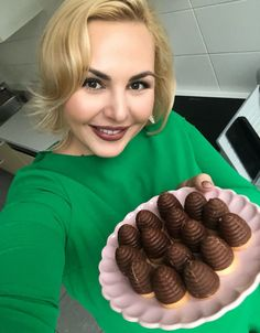 RECEPT na nejlepší vosí hnízda – beautystories Christmas Baking, Christmas Cookies, Cake Cookies, Sweet Recipes, Almond, Chocolate, Pastries, Christmas Crack, Christmas Biscuits