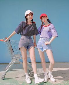 Similar Twin Look. Twinning with your girlfriends without actually looking like twin. Korean Girl Fashion, Korean Fashion Trends, Korean Street Fashion, Korea Fashion, Twin Outfits, Girl Outfits, Cute Outfits, Fashion Outfits, Ulzzang Korean Girl