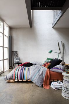 The riot of colours and quirky accessories elevates this pallet bed above looking cheap & student-y. Love.