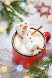 Foto: hot chocolate with melted marshmallow snowman
