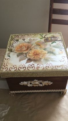 Decoupage Tutorial, Decoupage Box, Altered Boxes, Pretty Box, Tole Painting, Vintage Shabby Chic, Wood Boxes, Storage Boxes, Trinket Boxes