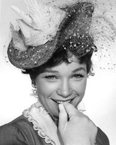 Swatka / The Matchmaker Shirley Maclaine, Academy Award Winners, Victorian Women, Dancer, Hat, Actresses, Pretty, Chip Hat, Female Actresses