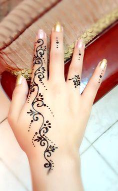 Small Henna Designs, Finger Henna Designs, Beginner Henna Designs, Beautiful Henna Designs, Mehndi Designs For Fingers, Mehandi Designs, Small Henna Tattoos, Henna Tattoo Designs Simple, Henna Tattoo Hand