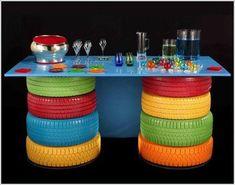 Une table d'extérieur coloré