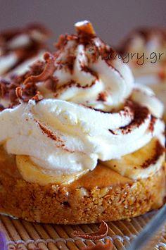 Recipes and Desserts from Greece Galaktoboureko Recipe, Pie Recipes, Sweet Recipes, Pie Kitchen, Moroccan Party, Semolina Cake, Banoffee Pie, Custard Filling, Yogurt Cake