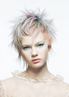 Just LOVE everything about this, the cut and color! Trendy Haircut, Stylish Haircuts, Short Straight Hair, Short Hair Cuts, Hair And Makeup Artist, Hair Makeup, Pixie Hairstyles, Cool Hairstyles, Pelo Multicolor