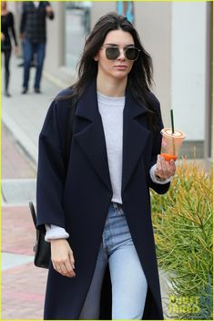 Kendall Jenner & Hailey Baldwin Continue Their Christmas Shopping in Malibu: Photo #908055. Kendall Jenner sips on a smoothie while out shopping on Saturday afternoon (December 19) in Malibu, Calif.    The 20-year-old model met up with Hailey Baldwin and…
