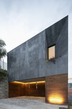 Mexican architecture firm Espacio 18 has made the most of a restricted site in Puebla, by incorporating a bright internal courtyard and a rooftop patio into a dark-rendered residence. Casa Once spa. Architecture Design, Minimalist Architecture, Residential Architecture, Contemporary Architecture, Design Exterior, Modern Exterior, Concrete Siding, Stucco Siding, Exterior Shutters