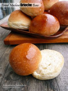Bread Machine Brioche Buns Slightly adapted from The Clever Carrot I don't remember which week it was that The Clever Carrot shared these gorgeous brioche burger buns on my page, but I remember wanting to make them right a Bread Bun, Bread Rolls, Bread Machine Rolls, Bread Head, Quick Hamburger, Homemade Hamburger Buns, Ma Baker, Bread Maker Recipes, Brioche Rolls