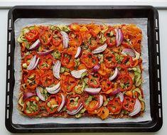 Gluteeniton kvinoa-kasvispiirakka | Himoleipuri 200 Calories, Ratatouille, Vegetable Pizza, Vegetables, Ethnic Recipes, Food, Meal, Essen, Vegetable Recipes