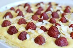 jahodový koláč s rebarborou Waffles, Pie, Breakfast, Fine Dining, Torte, Morning Coffee, Cake, Fruit Cakes, Waffle