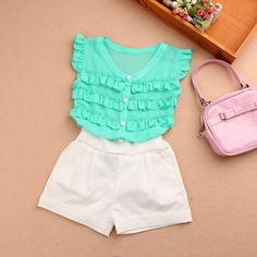Tienda Online Ropa de bebé niña verano 2019 chica top t camisa niños ropa de moda volantes de gasa chaleco niños ropa blusa sin mangas Kids Dress Wear, Dresses Kids Girl, Little Girl Outfits, Kids Outfits, Kids Frocks, Frocks For Girls, Baby Girl Fashion, Kids Fashion, Baby Girl Dress Design
