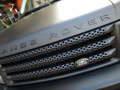 Bueno, aquí la tienes terminada! Range Rover Sport SuperCharged (bruto aparato), de color Negro Brillante vinilado integral a Negro Mate con materiales Wrap alta duración de MacTac. Además tiene pintados detalles en vinilo líquido CROWN DIP también Negro Mate en llantas + parrilla + difusores + logos embellecedores.  + info en http://www.prontorotulo.com/ + info en https://www.facebook.com/prontorotulo + info en https://www.twitter.com/prontorotulo + info en…