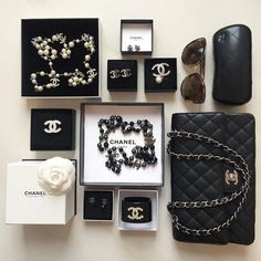 5 Tips on Protecting Your Designer Handbag Investment Tip Be careful of where and how you store your designer handbag! Chanel Earrings, Chanel Jewelry, Luxury Jewelry, Coco Chanel, Chanel Brand, Jewelry Accessories, Fashion Accessories, Fashion Jewelry, Mode Chic