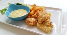 Ugnsbakade fisknuggets som serveras med en god currydipp, en god kombination som går hem hos både stora som små.