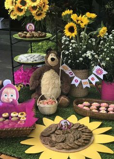 ideas para fiestas masha y el oso Bear Birthday, Girl First Birthday, 3rd Birthday Parties, Masha Et Mishka, Marsha And The Bear, Sunflower Party, Teddy Bear Party, Ideas Para Fiestas, Baby Party