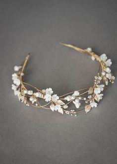 Stylish Jewelry, Cute Jewelry, Hair Jewelry, Bridal Jewelry, Fashion Jewelry, Jewelry For Brides, Headpiece Jewelry, Floral Headpiece, Resin Jewelry