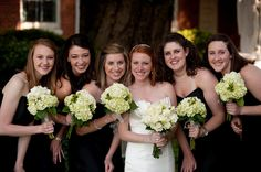 Bridesmaids : black dresses, white hydrangeas